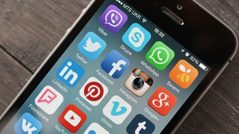 20150806171757-social-media-iphone-apple-twitter-facebook-instagram-1